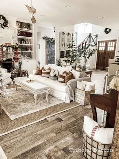 Are you searching for images for farmhouse living room? Check this out for amazing farmhouse living room pictures. This unique farmhouse living room ideas seems absolutely excellent. Home Living Room, Living Room Decor, French Living Rooms, Interior Design Living Room, Living Room Designs, Country Farmhouse Decor, Modern Farmhouse, Farmhouse Family Rooms, Country Living