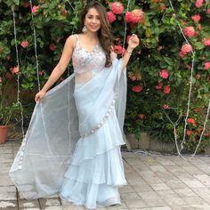 Indian Wedding Outfits, Indian Outfits, Designer Party Wear Dresses, Designer Wear, Saree Blouse Neck Designs, Blouse Designs, Sarees For Girls, Lehenga Choli Wedding, Bridesmaid Saree
