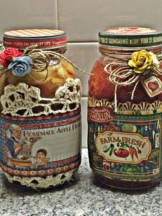 Check out this fun way to decorate your home canned food jars using Graphic Home Sweet Home Cardstock collection! I started with homemade apple pie filling that I made last fall:-). Mason Jar Projects, Mason Jar Crafts, Mason Jars, Christmas Gift Decorations, Paper Decorations, Food Jar, Altered Bottles, Jar Gifts, Graphic 45