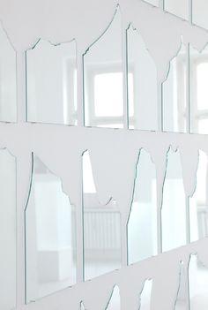 daily news (Detail), 2010 Glasscheiben gebrochen 217 x 163 cm