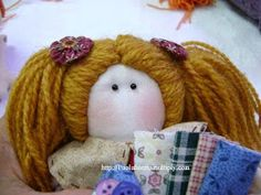 Cloth Doll: Small doll hair using wool - tutorial master class Diy And Crafts Sewing, Doll Crafts, Sewing Projects, Puppets For Kids, Crochet Doll Pattern, Doll Tutorial, Soft Hair, Kids Church, Waldorf Dolls