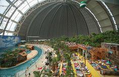 Imagens Inacreditáveis de um Resort Tropical Alemão no Meio da Neve - Chiado Magazine