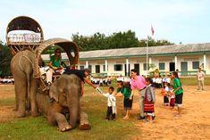 Elephant mobile libraries - photo by ElefantAsia