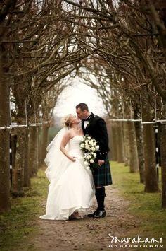 Google Image Result for http://blogw.murakamiphotography.co.uk/blog/2008/em_classic_new_forest_wedding_image.jpg