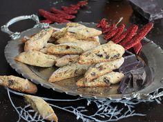 I cantuccini arancia e cioccolato sono deliziosi biscotti secchi che si preparano in pochissimo tempo. Facili e veloci, profumati e golosi.