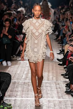Isabel Marant Spring 2020 Ready-to-Wear Fashion Show - Vogue 2020 Fashion Trends, Fashion 2020, Daily Fashion, Love Fashion, Runway Fashion, Summer Fashion Outfits, Boho Outfits, Spring Fashion, Isabel Marant