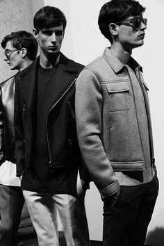 Minimalist sportswear inspired by Roman classicism at Neil Barrett Milan menswear. Awesome & Nice Menswear For Men. Fashion Articles, Fashion Tips, Der Gentleman, Hipster, Neil Barrett, Poses, Ss 15, Dapper, Moda Masculina