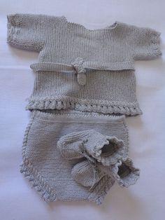 Conjunto de bebé de perlé gris. Culotte y jersey con patucos. Hecho a mano #handmade