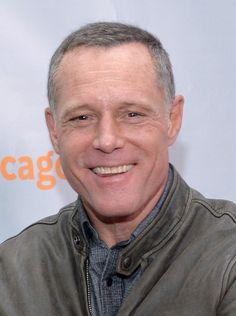 JASON BEGHE est un acteur américain de cinéma et de télévision, né le 12 mars 1960 à New York. Jason a été scientologue pendant 13 ans avant de se rendre compte des atrocités de cette secte. Connu pour son rôle du sergent Hank Voight, dans la série Chicago Police Department. Filmographie principale : -1997 À armes égales (G.I. Jane) de Ridley Scott.