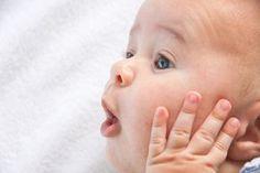 Die kindliche Sprachentwicklung: 1. bis 6. Lebensjahr – KITAnGO Zunächst einmal ist es wichtig zu erwähnen, dass folgende Angaben lediglich Richtmaße sind. Es handelt sich um grobe Zeiträume und nicht genaue Zeitpunkte. Jedes Kind ist individuell zu betrachten und entwickelt sich in seinem eigenen Tempo. Das bedeutet, dass manche Kinder eine Phase schneller durchlaufen als andere. Manche Phasen werden übersprungen oder verschoben.