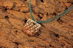 Hey, diesen tollen Etsy-Artikel fand ich bei https://www.etsy.com/de/listing/492888021/necklace-raku-ceramic-with-leather-strap