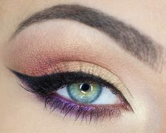Dramatic winged eyeliner and the eyeshadow works really well with it. Dramatic winged eyeliner and the eyeshadow works really well with it. Pale Makeup, Makeup Art, Beauty Makeup, Makeup Looks, Makeup Light, Face Beauty, How To Apply Eyeliner, Winged Liner, Eye Liner