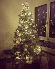 Christmas Markets, Christmas Tree, Presents, Bows, Holidays, My Favorite Things, Holiday Decor, Handmade, Gifts