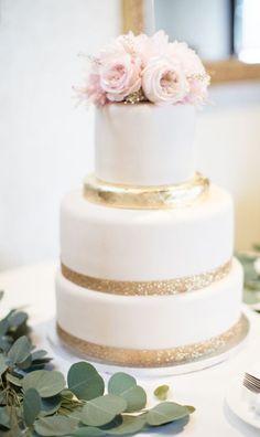 Wedding cake idea; Featured Photographer: Karyn Louise Photography