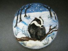 Item image Painted Rock Animals, Painted Rocks, Wet Felting, Needle Felting, Felt Pictures, Pet Rocks, Felt Christmas Ornaments, Felt Brooch, Brooches Handmade