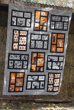 Halloween Quilt w/ Ghastlie fabric. You outdid yourself Corrie!! ~d