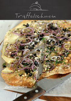 Zwiebelfladen mit Oliven und Pinienkernen #vegan