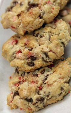 Chocolate chip peppermint cookies - going to try this after Christmas with leftover candy canes
