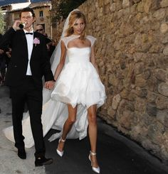 This short Wedding Gown & Veil by Anja Rubik would look great for a hot Bali wedding! Any takers? I'd rock this! :)