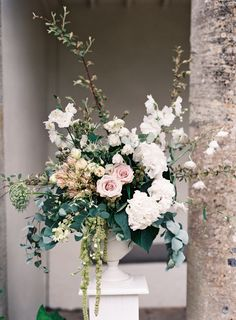 Classic English Garden Cotswolds Wedding - Romantic garden wedding florals: www. Wedding Ceremony Ideas, Wedding Altars, Church Wedding, Deco Floral, Arte Floral, Garden Wedding Dresses, Wedding Bouquets, Garden Weddings, Wedding Arrangements