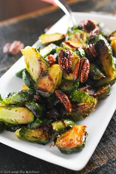 Brussel Sprouts Recipe Oven, Crispy Brussel Sprouts, Sprouts With Bacon, Brussels Sprouts, Vegetable Side Dishes, Vegetable Recipes, Party Side Dishes, Sprout Recipes, Oven Roast