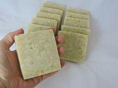 Como hacer jabon de arroz Diy Soap And Shampoo, Decorative Soaps, Pure Oils, Cold Process Soap, Soap Recipes, Home Made Soap, Natural Cosmetics, Young Living Essential Oils, Handmade Soaps