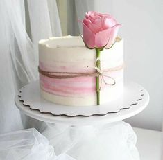 Many individuals don't think about going into company when they begin cake decorating. Many folks begin a house cake decorating com Gorgeous Cakes, Pretty Cakes, Amazing Cakes, Bolo Nacked, Sandwich Torte, Bolos Naked Cake, Rodjendanske Torte, Decoration Patisserie, Little Cakes