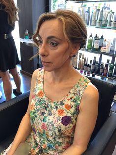 ¡Buenos días! ¡Ya es Jueves! Hoy queremos mostraros el fantástico #look que realizaron nuestras estilistas Elena y Marta, un maquillaje y peinado perfecto para nuestra clienta y amiga que tuvo el honor de ser Madrina de boda recientemente.