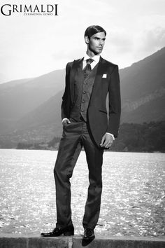 Descubre la elegancia y finura de los trajes de Grimaldi.