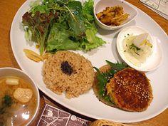 """Earth Cafe"" OHANA in Sangenjaya (in Setagaya)"