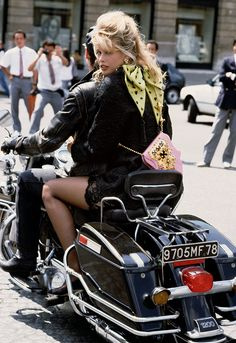 Claudia Schiffer in Paris by Herb Ritts, 1989 ©Herb Ritts Foundation/Trunk Archive