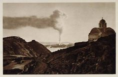 a very rare photo of the minor eruption that due to the local earthquakes destroyed much of the Fira and Firostefani area. Rare Photos, Old Photos, Dana Villas, Greek History, Santorini Wedding, Interesting History, Back In Time, Greek Islands, Athens