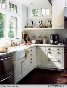 Small kitchen, like the window and sink