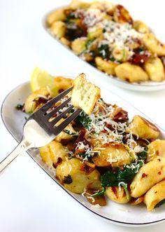 Quiche, Vegan Recipes, Food Porn, Food And Drink, Meat, Chicken, Dinner, Tableware, Kitchen