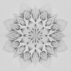 Mandala dotwork tatouage