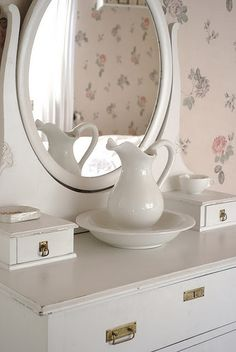 Classic wash basin and pitcher