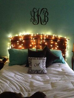 Decorations 101 On Pinterest College Apartments Dorm And Dorm Room