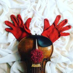 Hello my deer!  __________________________ Skrzypce są czymś więcej niż tylko kawałkiem drewna. Mogą stać się nawet reniferem jeśli akurat mają na to ochotę.  __________________________    Tap  if you like my music world!    Tag a friend  who loves music too!    Follow me to see more of my music life!    Feel free to contact me if you have any question about violin! ___________________ #violin   #violino   #violinist   #violinlife   #violingirl   #skrzypaczka   #skrzypce   #muzyka   #geige…