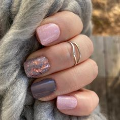 Nail Color Combos, Nail Colors, Gray Nails, Pink Nails, Blush And Grey, Pink Grey, Sparkle Nails, Manicure At Home, Nail Polish Strips