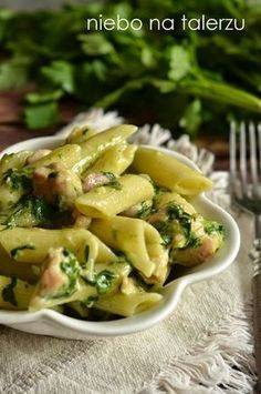 Pasta with chicken and spinach - food - Makaron Pasta Recipes, Cooking Recipes, Healthy Recipes, Foods With Gluten, Chicken Pasta, International Recipes, Food And Drink, Healthy Eating, Yummy Food