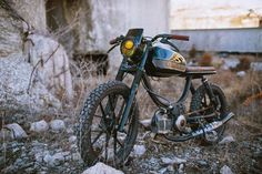 A garage for special motorcycles and cafe racers Custom Moped, Custom Motorcycles, Custom Bikes, Cafe Racer Bikes, Cafe Racer Motorcycle, Cafe Racers, Puch Moped, Monster Bike, Vintage Moped