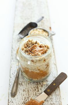 SIMPLE, AMAZING Peanut Butter Overnight Oats! Just 5 ingredients, 5 minutes prep and SO delicious! #vegan #recipe #glutenfree #meal #breakfast #oats #oatmeal