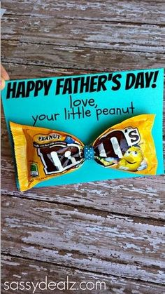 MM Bow Tie Fathers Day Card Idea for Kids to Make their Daddys! #frugal gift