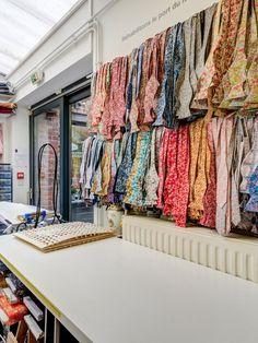 1708db0b83337 Une partie du stock des noeud papillon à Lille, Le Colonel Moutarde : 62 rue