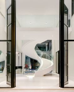"""Fellipe Lima's Instagram profile post: """"E quando a escada se torna a obra de arte do projeto? 😍 por Gil de Camillo @gildecamillo.arq © Fellipe Lima • Fotografia de Arquitetura __"""""""