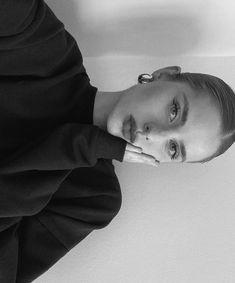 Model Poses Photography, Selfie Poses, Selfies, Instagram Pose, Insta Photo Ideas, Tumblr Girls, Aesthetic Girl, Photo Poses, How To Take Photos