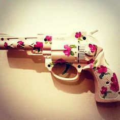 its super cute. guns n roses Guns N Roses, Jace Lightwood, Pink Guns, Neo Grunge, Soft Grunge, Armas Ninja, By Any Means Necessary, Love Gun, Favim