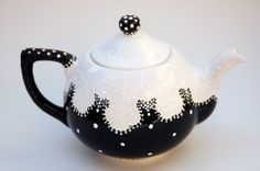 teapot - Pesquisa Google - Whimsical Victorian Styled Black and White by TheBabyHandprintCo www.etsy.com480 × 319Pesquisar por imagens Whimsical, Victorian Styled Black and White Teapot