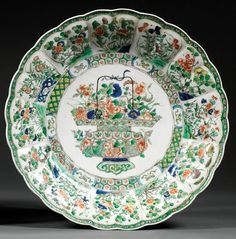 A Famille Verte porcelain dish, China, Qing dynasty, Kangxi period and painting mark. Diam. 35,5 cm/D. 14 in.