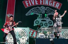 Nachrichtenfoto : Musicians Jason Hook and Ivan Moody of Five...